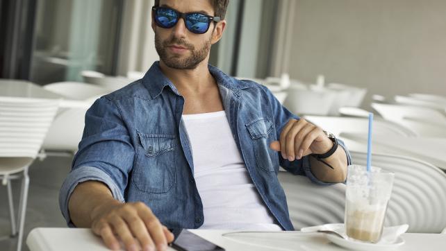 Слънчевите очила за мъже са най-разнообразни в магазин Fashion Depot!