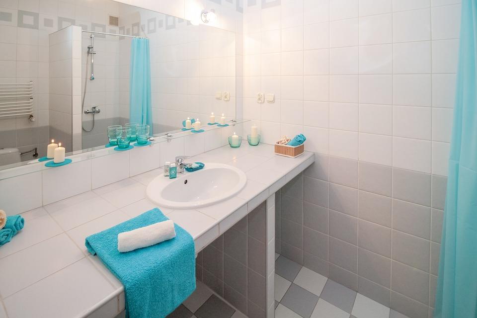 Красива и функционална баня: Съвети за избор на мебели