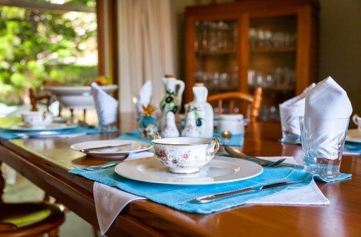 Посрещнете гостите си с разтегателна маса от мебели Венус!